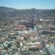 Aussicht der über die Stadt schwebende Seilbahn